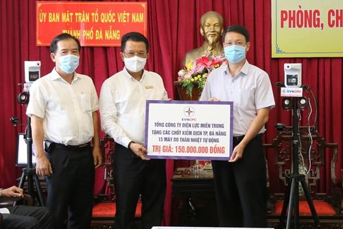 Cán bộ, công nhân viên EVNCPC ủng hộ Quỹ Vắc-xin phòng chống COVID-19