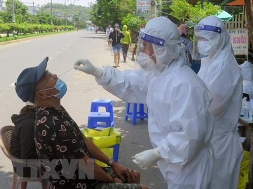 Việt Nam thêm 323 ca nhiễm Covid-19