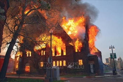 Thêm 2 nhà thờ Công giáo tại Canada bị cháy