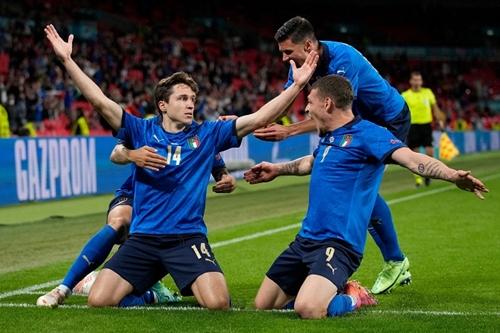 Đẳng cấp giúp Italy nhọc nhằn vượt qua Áo