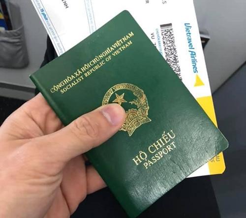Có bắt buộc đổi sang hộ chiếu gắn chíp điện tử