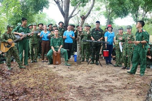 Đồng hành cùng chiến sĩ