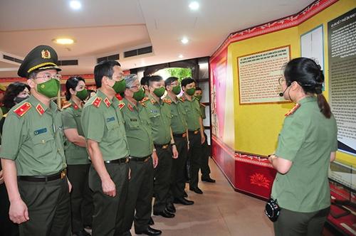 Khai mạc triển lãm 75 năm lực lượng An ninh nhân dân Việt Nam anh hùng
