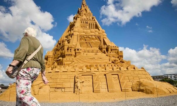 Tòa lâu đài cát cao nhất thế giới