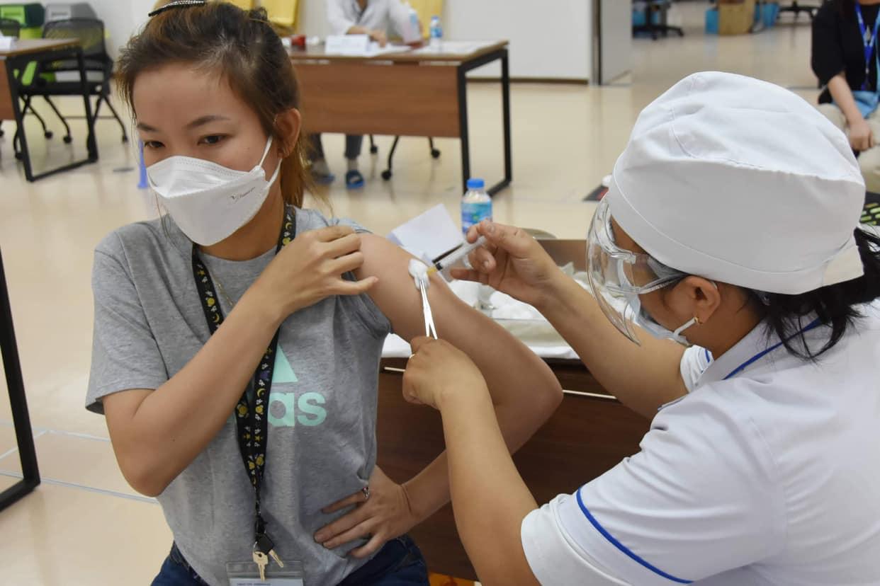 Mở rộng 16 nhóm đối tượng được tiêm vắc xin phòng COVID-19