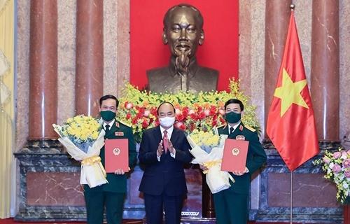 Trao Quyết định thăng quân hàm Đại tướng và Thượng tướng cho 2 lãnh đạo Bộ Quốc phòng