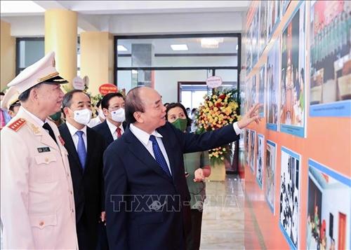 Chủ tịch nước Nguyễn Xuân Phúc dự lễ kỷ niệm 75 năm Ngày truyền thống An ninh nhân dân