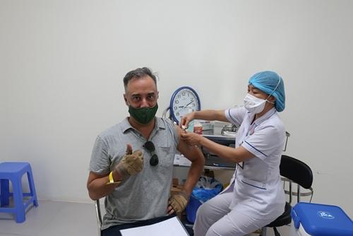 Tiêm vaccine cho cán bộ, nhân viên các tổ chức phi chính phủ nước ngoài tại Việt Nam