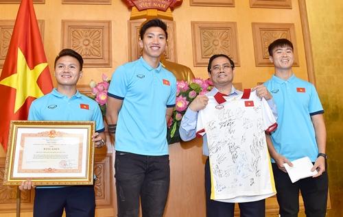 Đội tuyển bóng đá nam quốc gia nhận Bằng khen của Thủ tướng Chính phủ