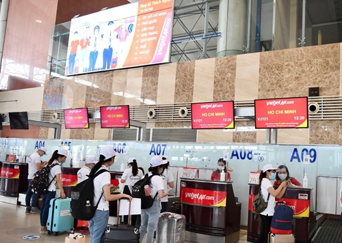 Gần 1 000 y bác sĩ tình nguyện lên đường vào TP Hồ Chí Minh hỗ trợ chống dịch