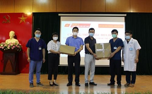 Chương trình Màu hoa đỏ tặng máy siêu âm cho tỉnh Hà Giang