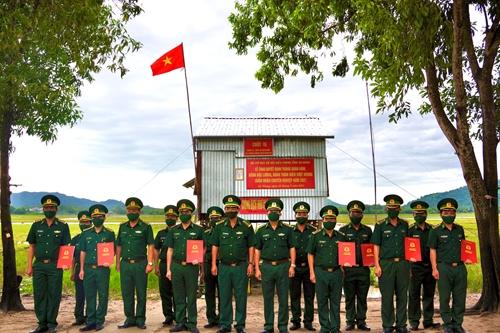 An Giang Trao quyết định thăng quân hàm, nâng bậc lương cho quân nhân chuyên nghiệp