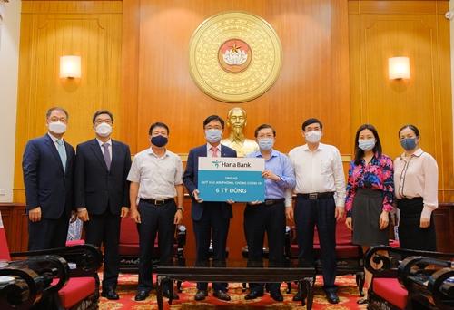 Hana Bank ủng hộ 6 tỷ đồng vào Quỹ Vắc-xin phòng, chống COVID-19