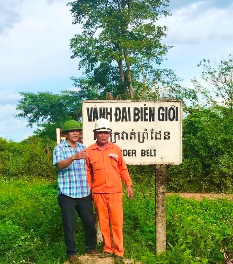 Người góp công đưa ánh sáng về buôn làng