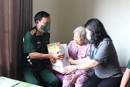 Bộ Tư lệnh Quân khu 3 thăm, tặng quà các đối tượng chính sách