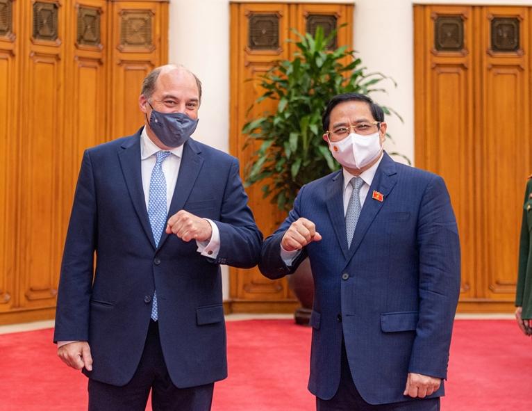 Thủ tướng Phạm Minh Chính tiếp Bộ trưởng Bộ Quốc phòng Vương quốc Liên hiệp Anh và Bắc Ireland
