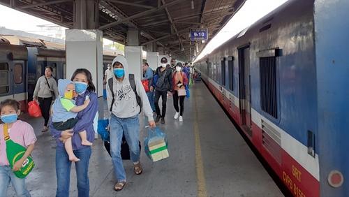 Đưa 742 công dân Hà Tĩnh từ TP Hồ Chí Minh về quê bằng tàu hoả