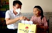 Chủ tịch UBND tỉnh Yên Bái thăm, tặng quà các gia đình chính sách