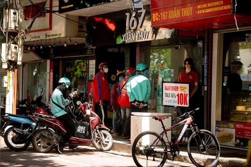Hà Nội Bưu tá, nhân viên giao hàng siêu thị được hoạt động
