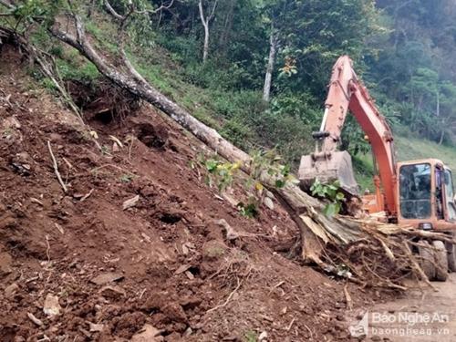Mưa lớn do ảnh hưởng của áp thấp nhiệt đới gây nhiều thiệt hại tại các địa phương