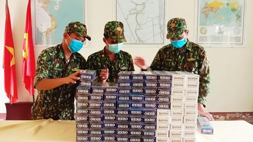 """Bộ đội Biên phòng An Giang """"căng mình"""" đấu tranh chống buôn lậu thuốc lá trong mùa dịch"""