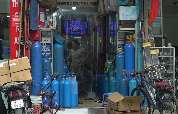 Người dân có nên mua tích trữ máy thở, bình khí ôxy