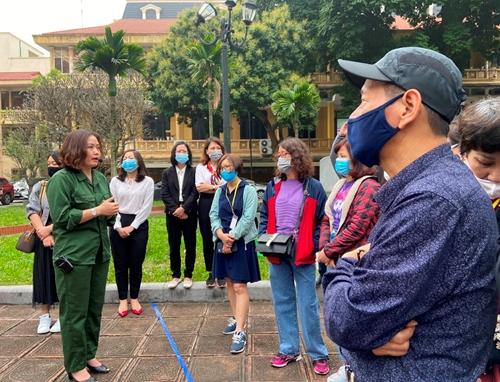 Hỗ trợ hướng dẫn viên du lịch gặp khó khăn do đại dịch COVID-19