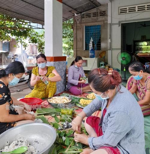 Thắm đượm nghĩa tình người dân xứ Dừa