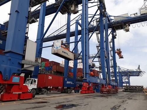 Việt Nam nhập siêu từ các nước ASEAN lên tới 7,3 tỷ USD