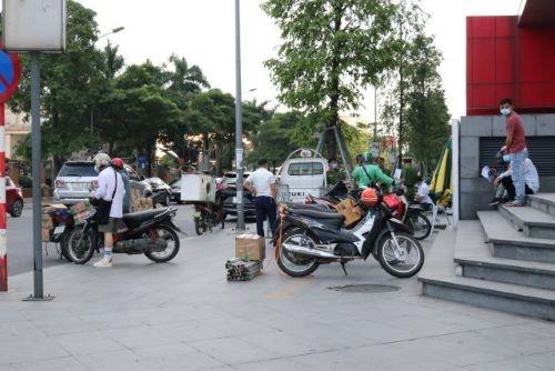 Hà Nội Nhiều người vẫn viện lý do để ra đường