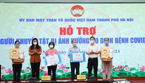Hà Nội Trao 200 suất quà hỗ trợ người khuyết tật có hoàn cảnh khó khăn