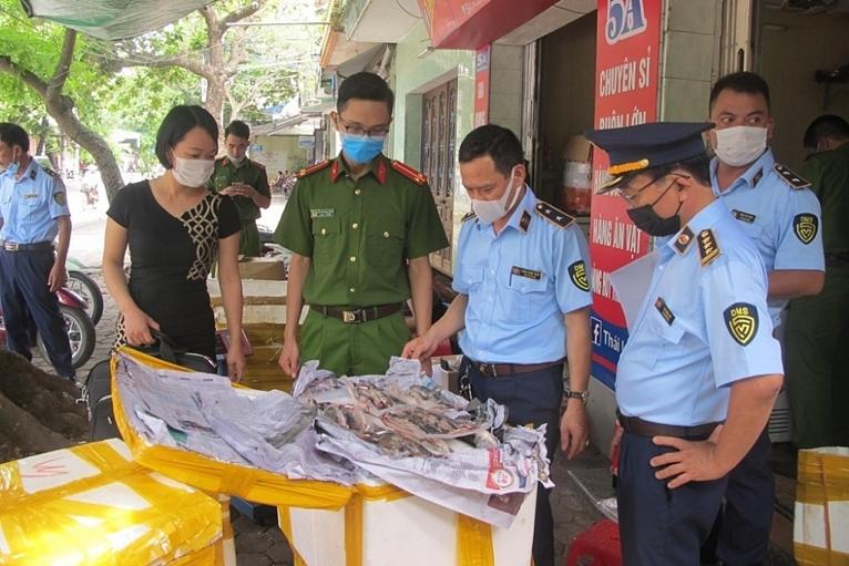 Nam Định Phát hiện gần 500 kg thực phẩm bốc mùi chuẩn bị đến tay người sử dụng