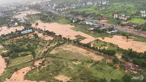 Mưa bão hoành hành ở Ấn Độ và Trung Quốc