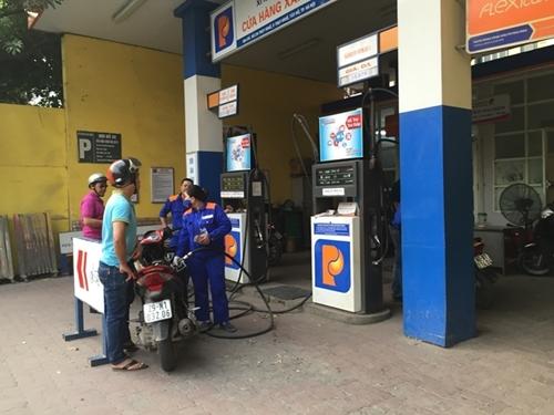 Giá xăng, dầu giảm nhẹ sau nhiều lần tăng liên tiếp