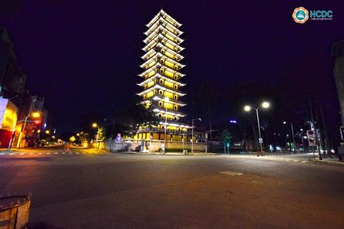 TP Hồ Chí Minh trong ngày đầu tiên hạn chế người dân ra đường sau 18 giờ