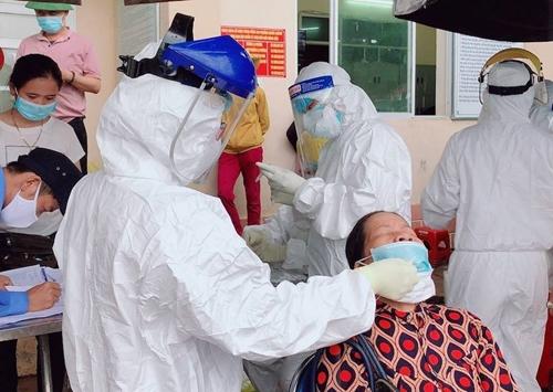 Một nhân viên y tế ở Quảng Ngãi nghi nhiễm COVID-19