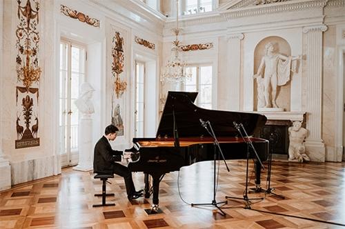Bộ Ngoại giao khen ngợi nghệ sỹ piano trẻ Nguyễn Việt Trung