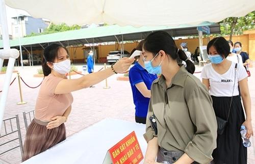 Việt Nam ghi nhận thêm 7 594 ca nhiễm COVID-19