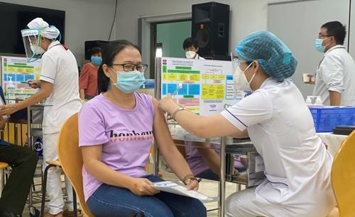 Đẩy nhanh tiến độ tiêm chủng vắc-xin phòng COVID-19 tại TP Hồ Chí Minh