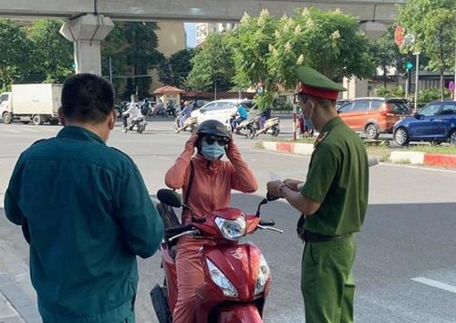 Hà Nội xử phạt hơn 8 tỷ đồng các trường hợp vi phạm quy định phòng, chống dịch