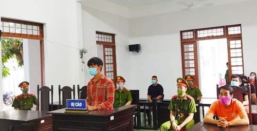 """Tuyên phạt 1 năm 9 tháng tù 02 đối tượng """"Chống người thi hành công vụ"""" trong phòng, chống COVID-19"""