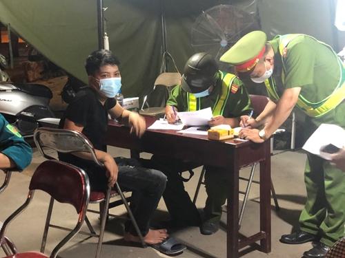 Hà Nội tiếp tục xử phạt 877 trường hợp vi phạm quy định phòng, chống dịch