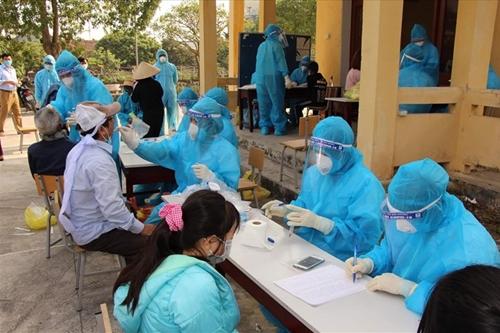 Ngày 1 8, Việt Nam có thêm 8 620 ca mắc COVID-19