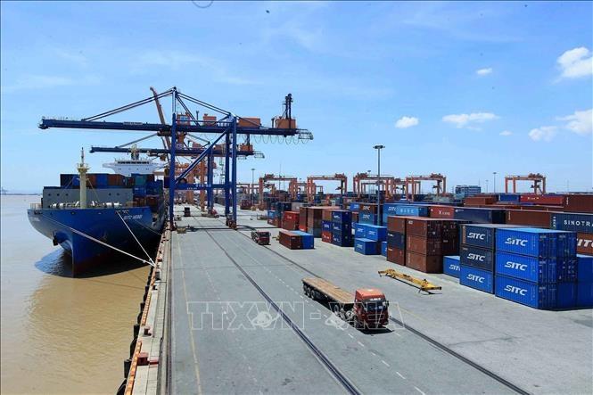 Đầu tư phát triển có trọng điểm hệ thống đường ven biển