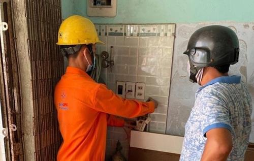 Tiêu thụ điện hộ gia đình tăng do nắng nóng và dịch bệnh