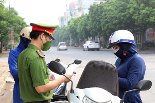 Hà Nội xử phạt hơn 1 400 trường hợp vi phạm giãn cách xã hội
