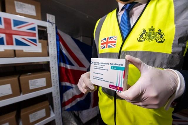 415 000 liều vắc-xin phòng COVID-19 của Vương quốc Anh đã về Hà Nội