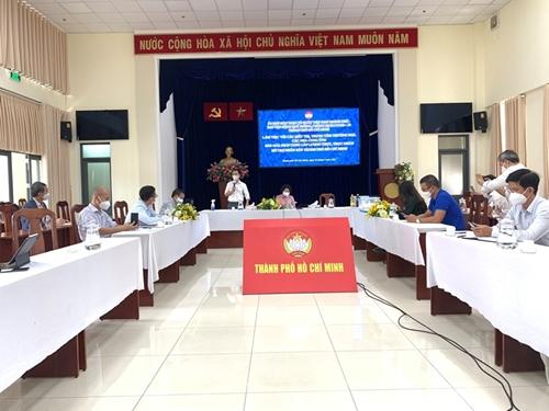 TP Hồ Chí Minh trao hơn 250 000 phần quà thiết yếu tới người dân