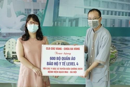 Phật tử chùa Ba Vàng ủng hộ 1000 bộ đồ bảo hộ chống dịch cấp độ 4 cho bệnh viện Bạch Mai và Nhi Trung ương
