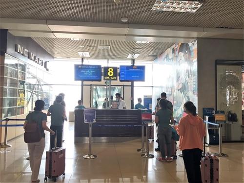 Tiếp tục giảm số chuyến bay Hà Nội – Thành phố Hồ Chí Minh